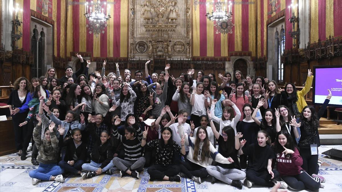 Barcelona 18 04 2018 Sociedad  Presentacion del Technovation Challenge  con 18 equipos de ninas y adolescentes  en el Salo de Cent del Ajuntament     FOTO JORDI COTRINA